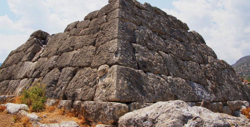 Πυραμίδα ελληνικού αργολίδα